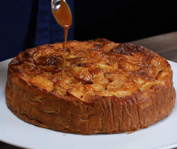 Gâteau aux pommes et caramel beurre salé